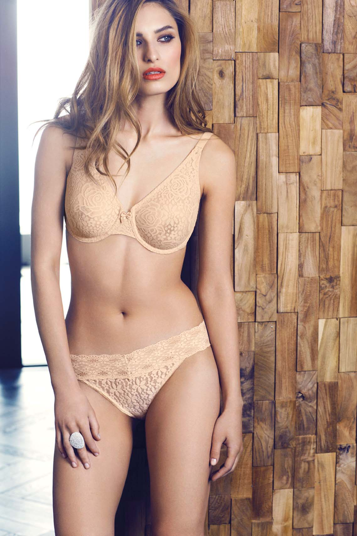 WACOAL-LINGERIE-HALO-LACE-NATURALLY-NUDE-MOULDED-UNDERWIRE-BRA-WA851205-HALO-THONG-WA879205-CONSUMER-WEB-SS16